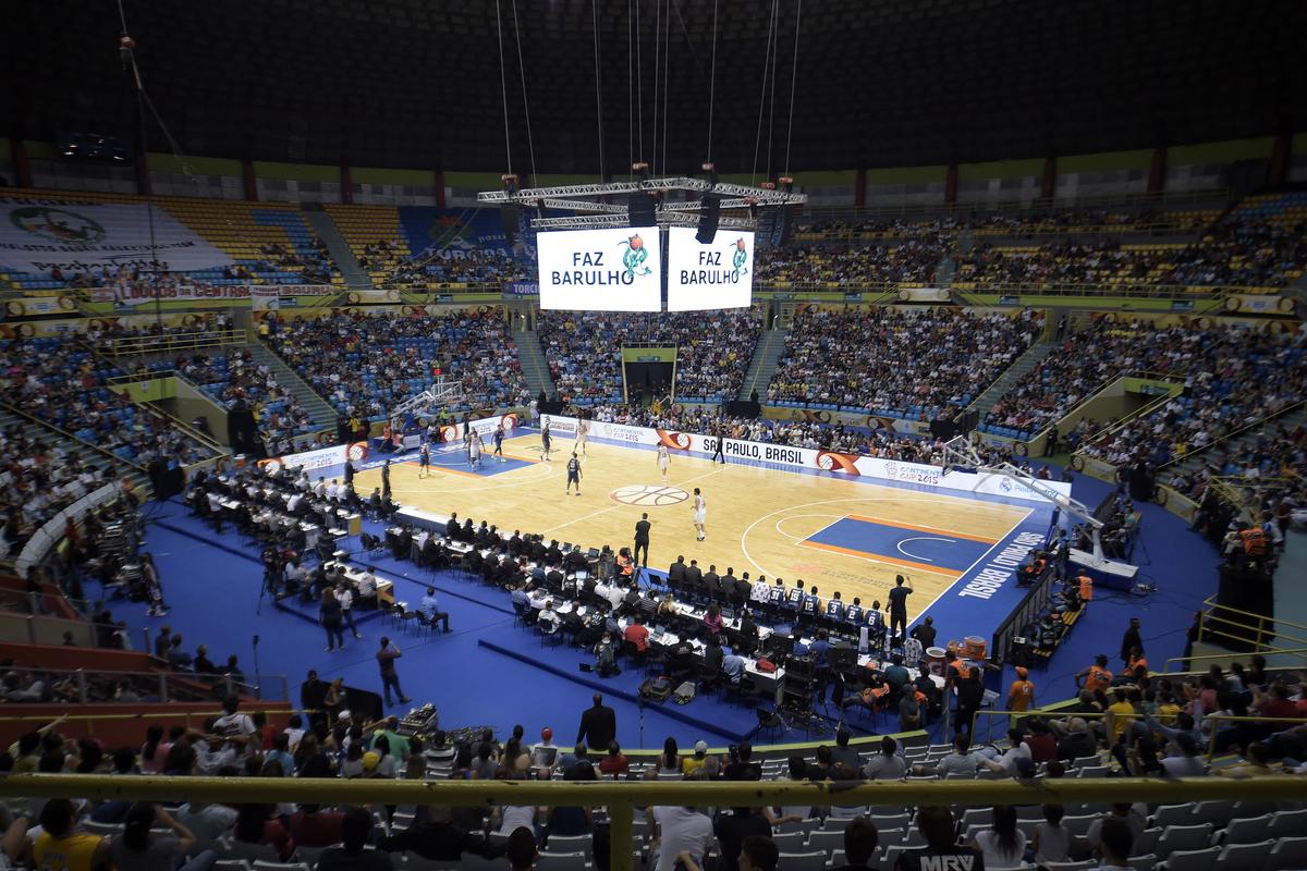 Ginásio do Ibirapuera voltou a receber um jogo de basquete após quase 10 anos e reencontro foi feito em grandíssimo estilo (Gaspar Nóbrega/FIBA Américas)