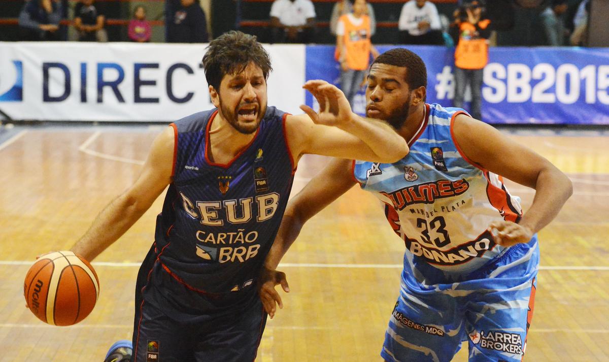 Com duplo-duplo de Guilherme Giovannoni, Brasília bateu o Quilmes na abertura do Grupo C da Sul-Americana 2015 (Marcelo Figueras/FIBA Américas)