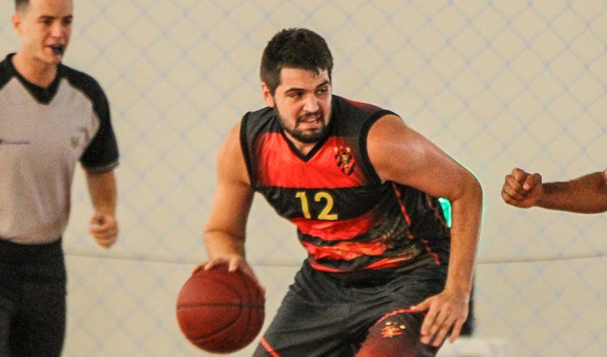 Sport, do pivô Felipe Rech, venceu sua 2ª seguida em João Pessoa e colou no G-8 (Thiago Parmalat/LNB)