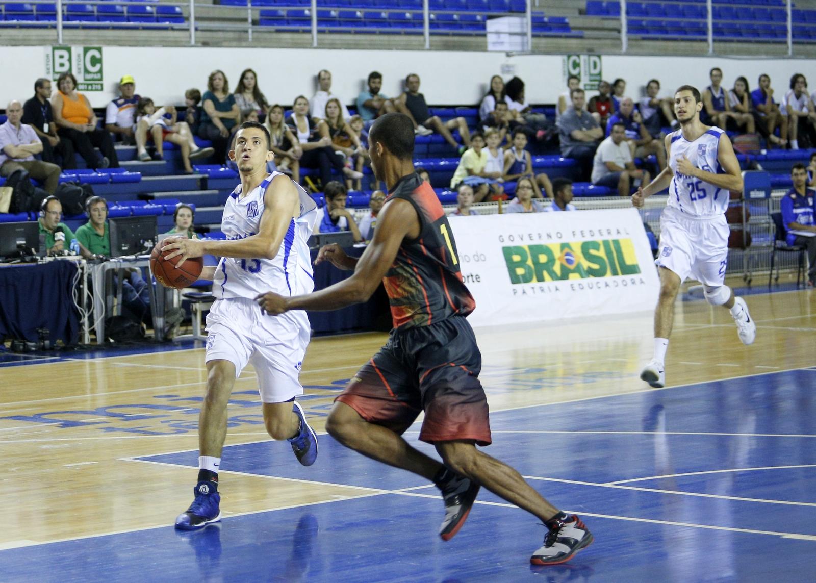 Rafa Oliveira, do Minas, e Luizinho, do Sport