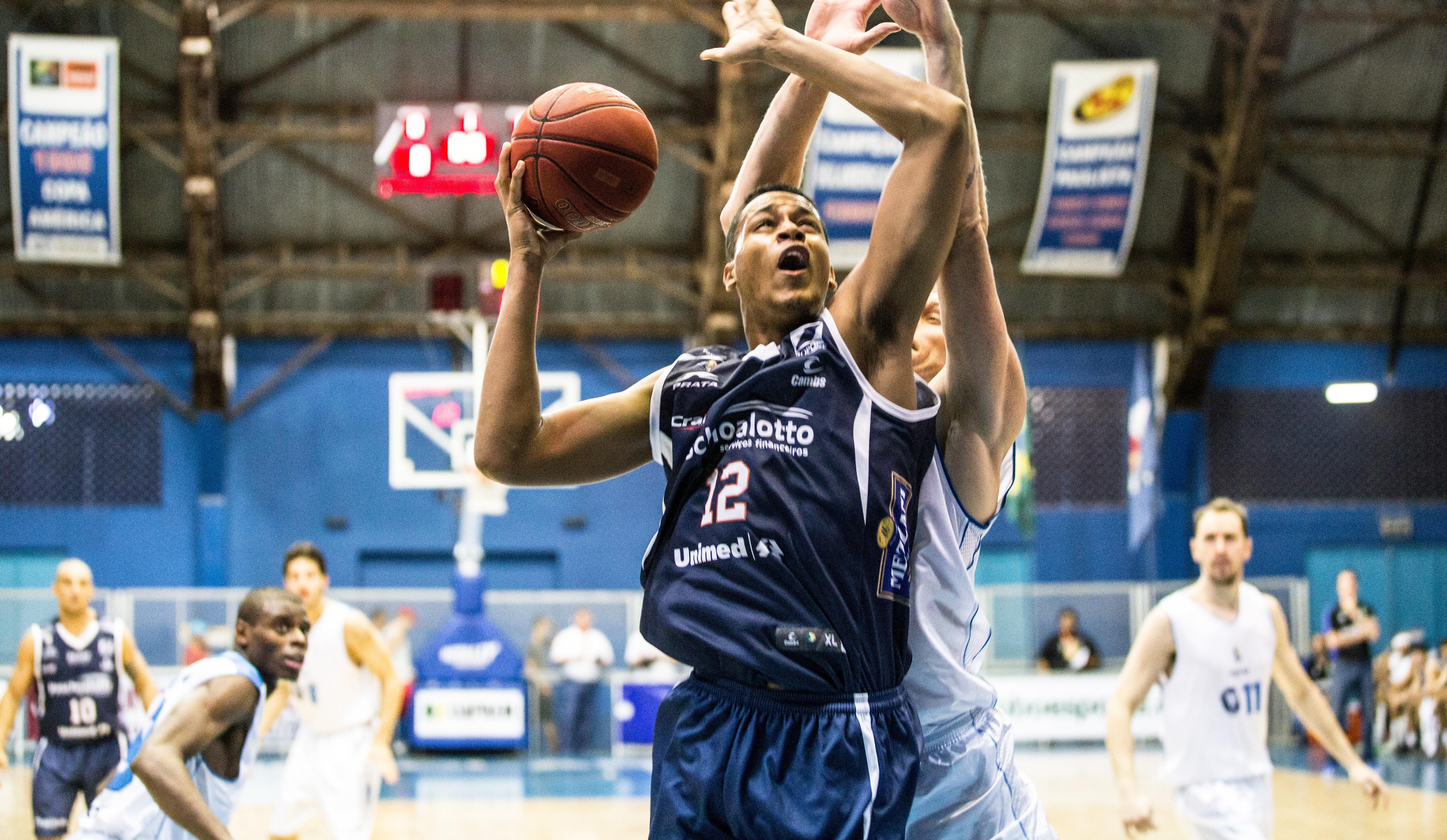 Com atuação de gente grande, jovem Wesley Sena viveu noite especial diante do Rio Claro (Caio Casagrande/Bauru Basket)