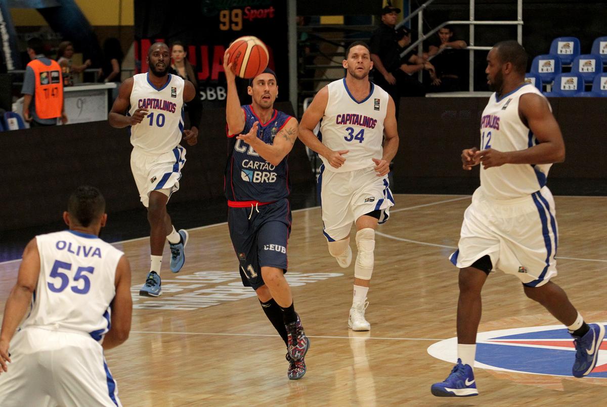 Brasília dominou Capitalinos desde o início e venceu com tranquilidade pela 2ª rodada do Grupo C (FIBA Américas/Divulgação)