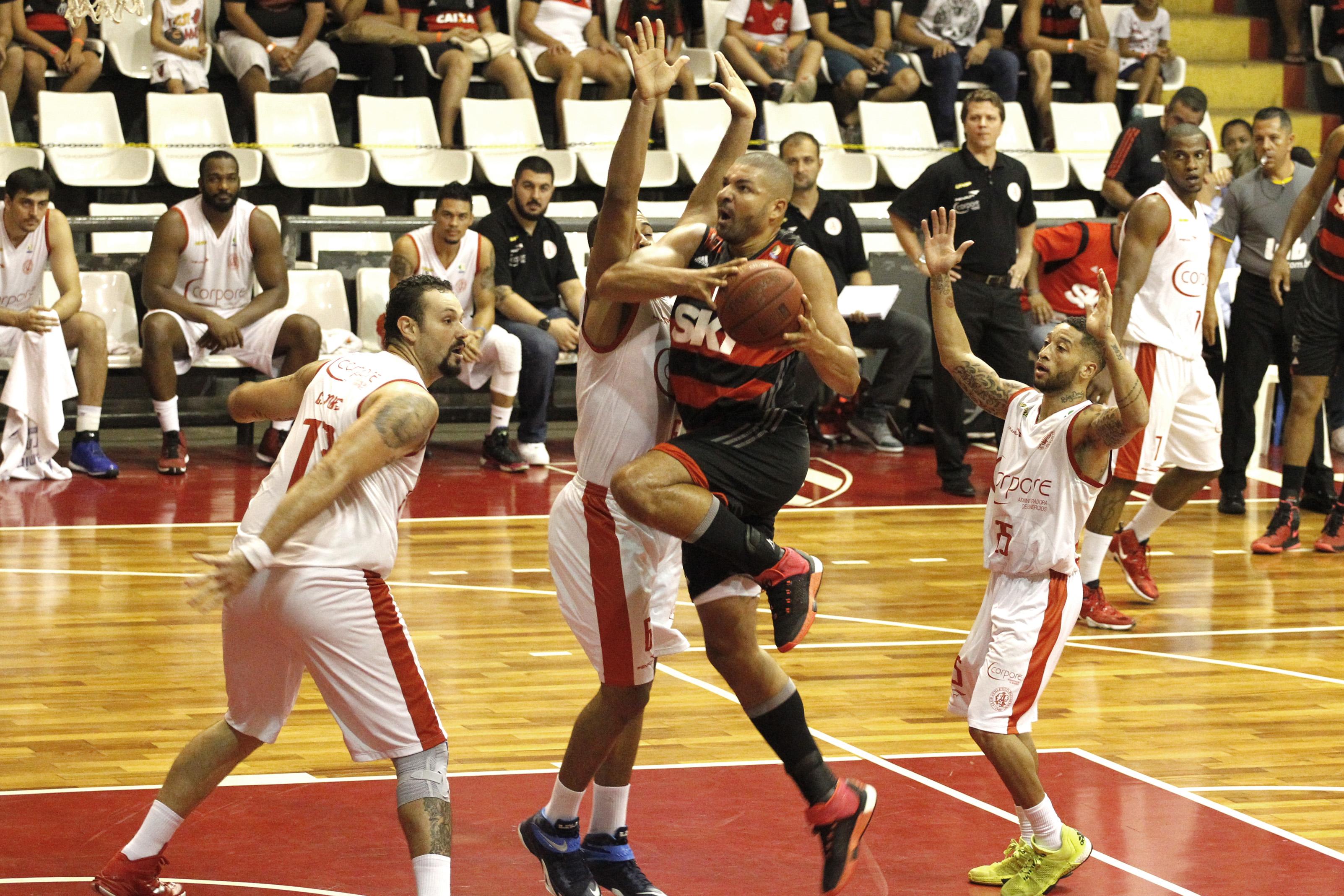 Olivinha, do Flamengo, e Gemerson e Caio Torres, do Paulistano