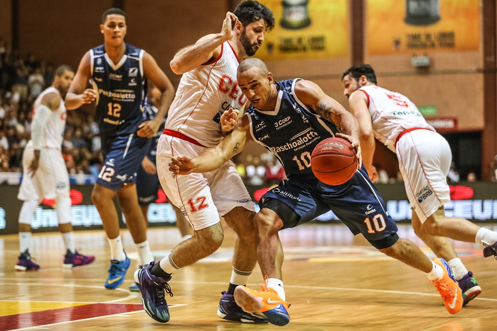 Frente a frente com seu ex-time, Alex teve grande atuação no Jogo 1 da série (Caio Casagrande/Bauru Basket)