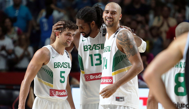 Com seus principais talentos reunidos novamente. Seleção terá desafio de jogar Olimpíadas em casa (FIBA/Divulgação)