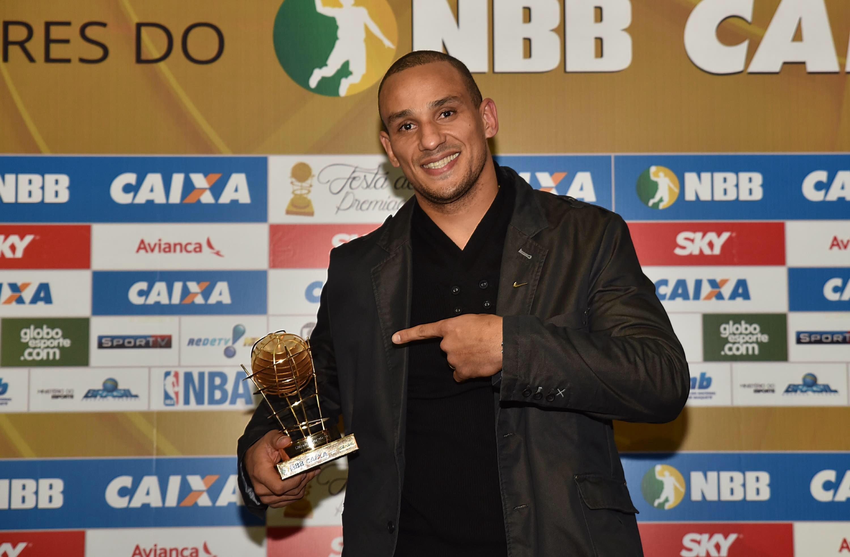 Vice-campeão do NBB CAIXA, Alex Garcia, do Bauru, venceu o prêmio de melhor defensor da temporada (João Pires/LNB)