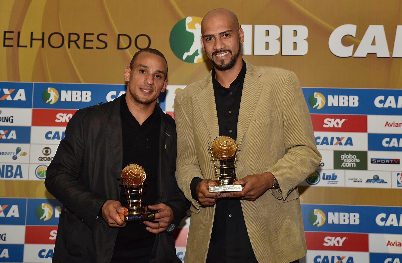 Além de Melhor Defensor, Alex também ganhou como Melhor Ala, junto com Marquinhos, do Flamengo (João Pires/LNB)