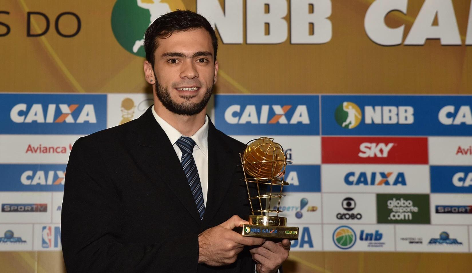 Com grande destaque em sua primeira temporada no Brasília, Deryk conquistou o prêmio de jogador que mais evoluiu (João Pires/LNB)