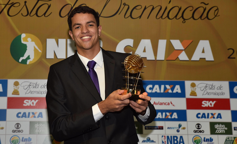 Lucas Dias se juntou ao seleto grupo de vencedores do prêmio de Destaque Jovem (João Pires/LNB)