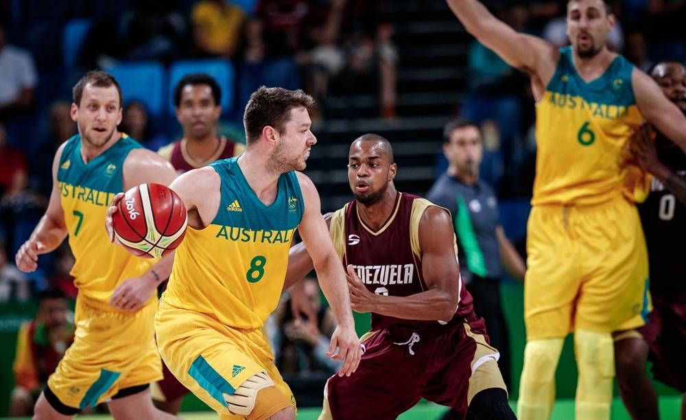 Dellavedova, Ingles e Bogut pouco atuaram e, mesmo assim, Austrália venceu com facilidade (FIBA/Divulgação)