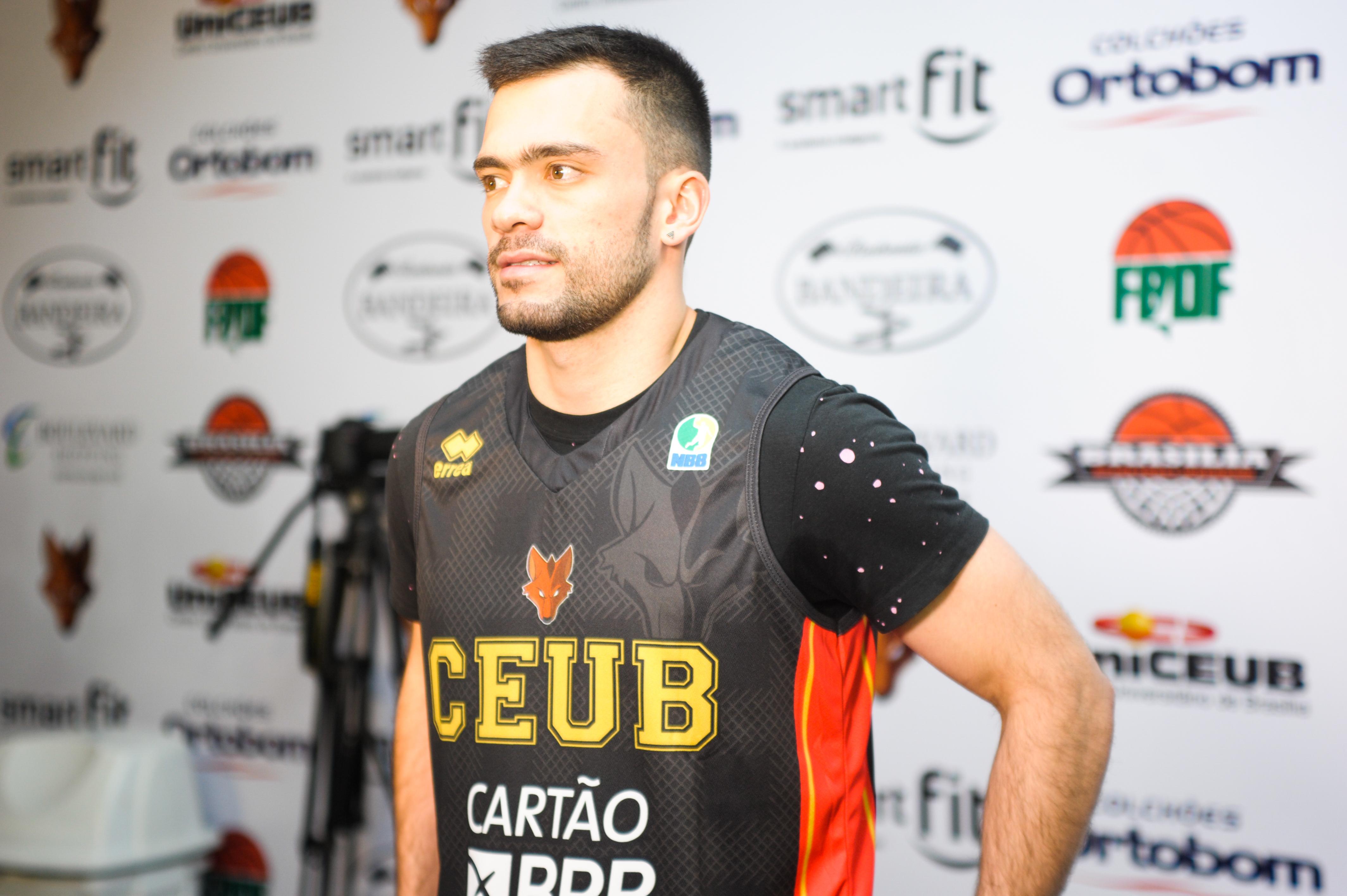 Uniforme na cor preta será uma das novidades do Brasília, de Deryk, para a temporada 16/17 (Brito Junior/UnICEUB)