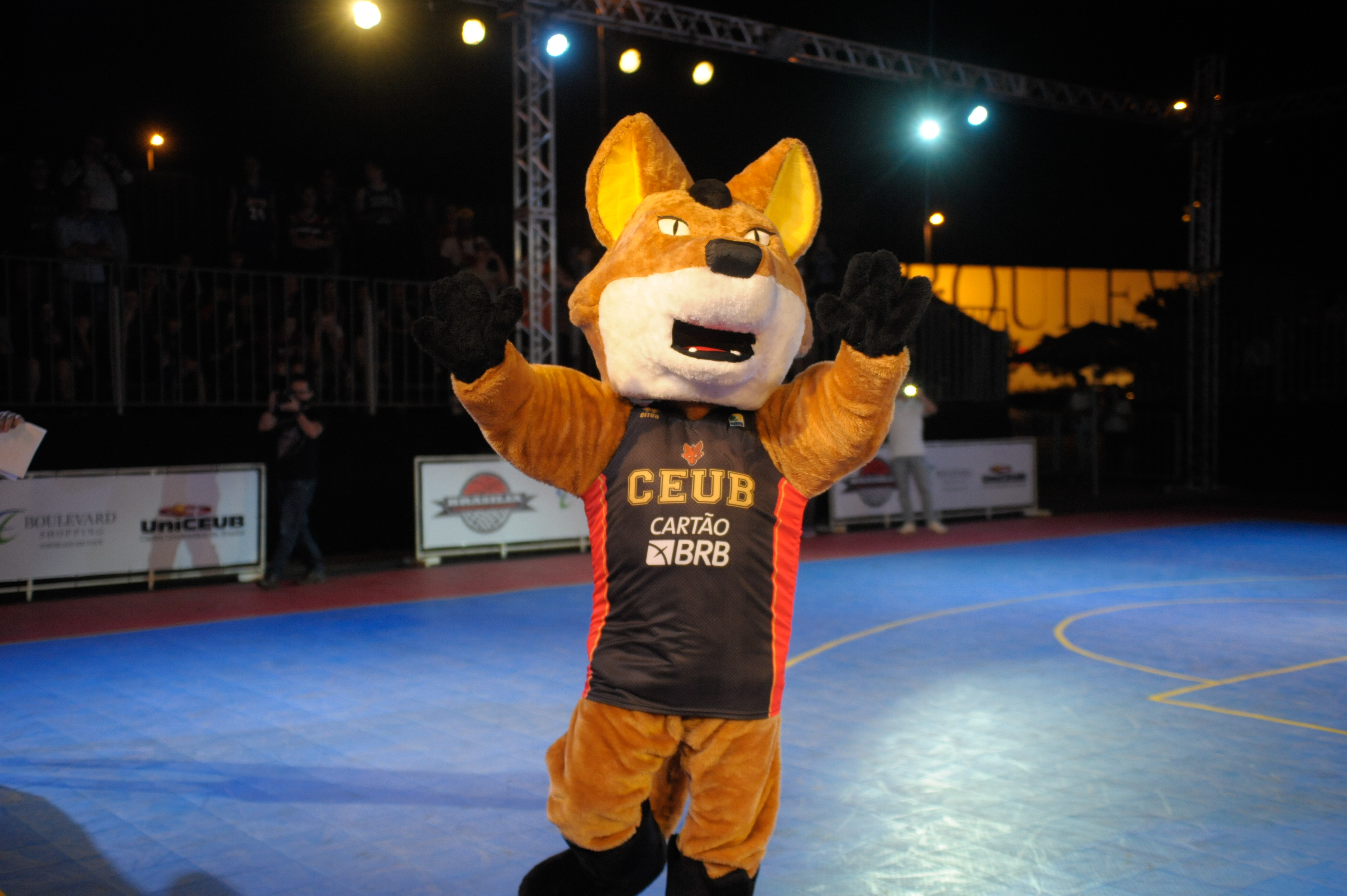 Mascote do Brasília está mais moderno e agora terá companhia de cheerleaders durante os jogos (Brito Junior/UniCEUB)