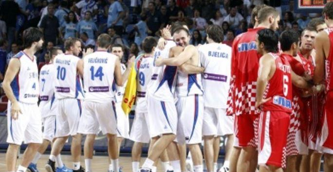 Único embate entre os países no basquete masculino teve desfecho dramático e vitória sérvia (FIBA/Divulgação)