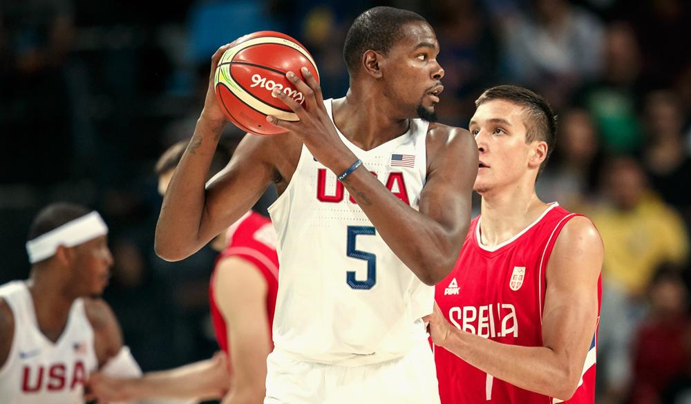 Kevin Durant, dos Estados Unidos, e Bogdan Bogdanovic, da Sérvia