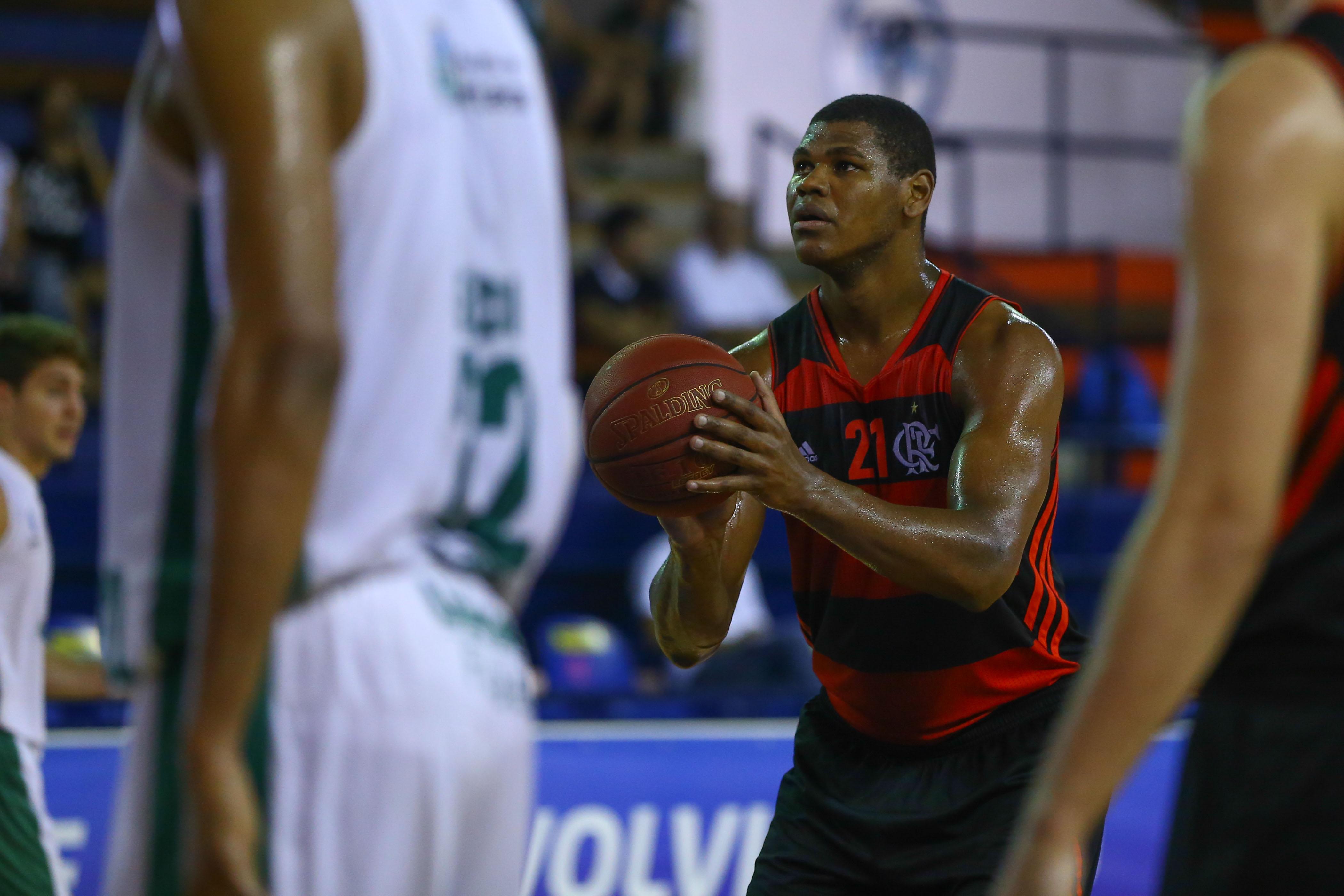 Agora na NBA, Felício viveu grandes momentos nas quadras da LDB em anos anteriores (Luiz Pires/LNB)