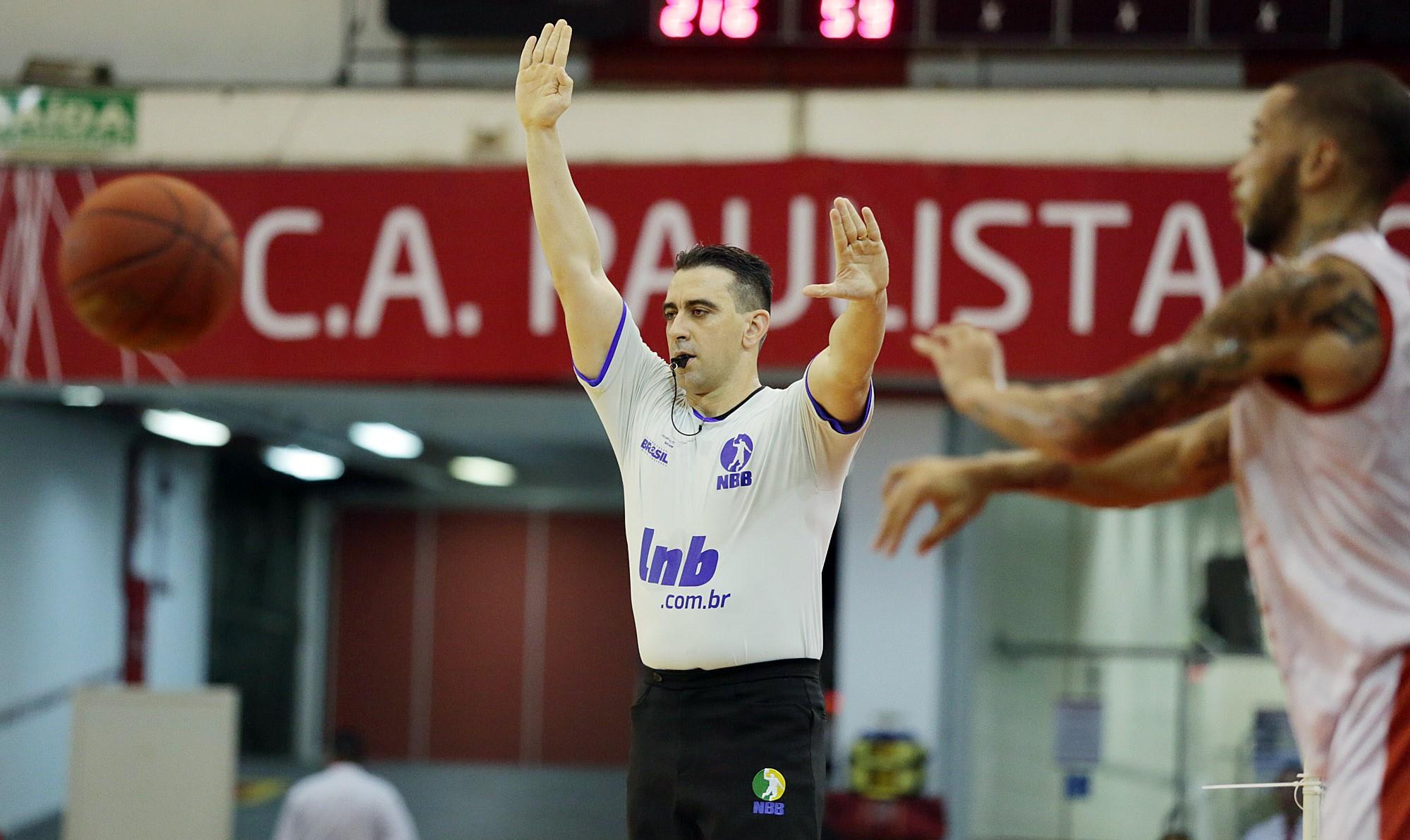 Locatelli é um dos principais árbitros do país e é figura presente nos principais jogos do NBB (João Pires/LNB)
