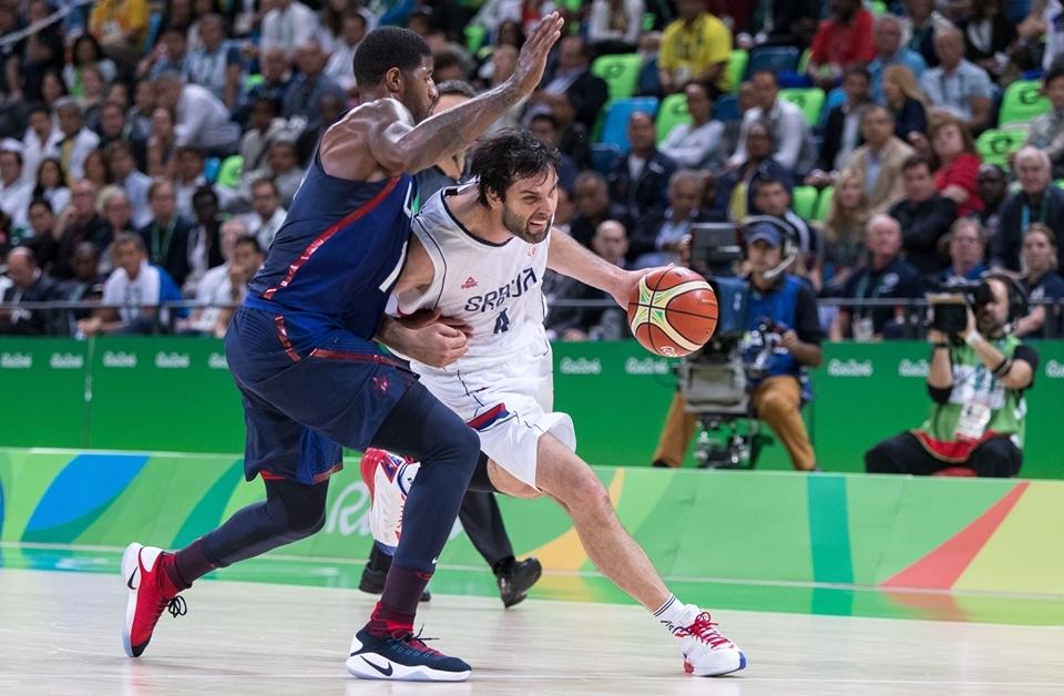 Teodosic sofreu com a forte marcação dos EUA e não conseguiu conduzir a Sérvia a um grande desempenho (FIBA/Divulgação)