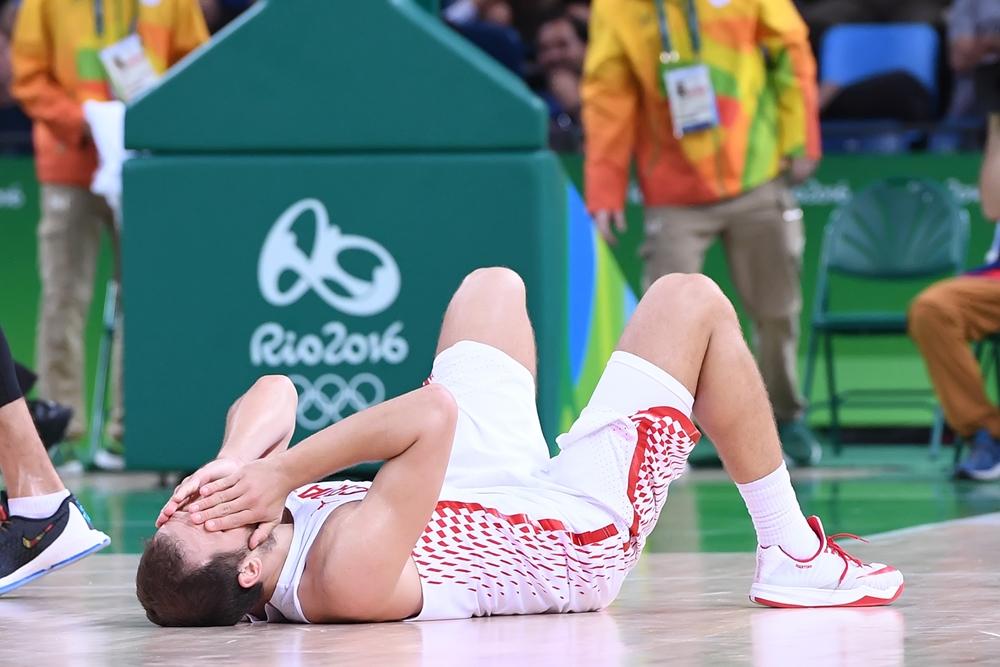 Alegria de um lado, tristeza do outro: croatas não esconderam decepção com a dramática derrota (FIBA/Divulgação)
