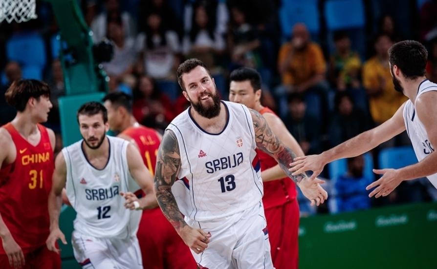 Sérvia, do pivô Raduljica, garantiu um lugar entre os oito melhores dos Jogos Olímpicos do Rio (FIBA/Divulgação)