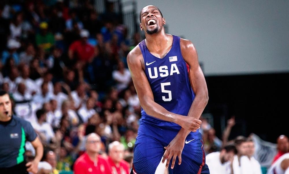 O dono da festa: Durant fez estragos na defesa sérvia e teve um desempenho espetacular na decisão olímpica (FIBA/Divulgação)