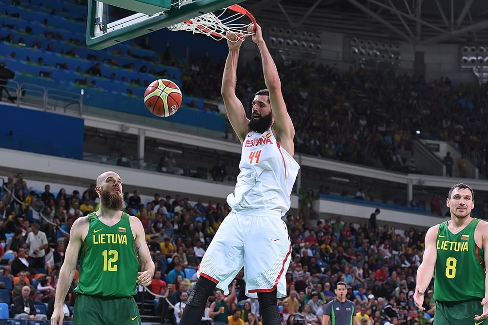 Arrasador vitória sobre a Lituânia deu gás para Espanha chegar à medalha (FIBA/Divulgação)