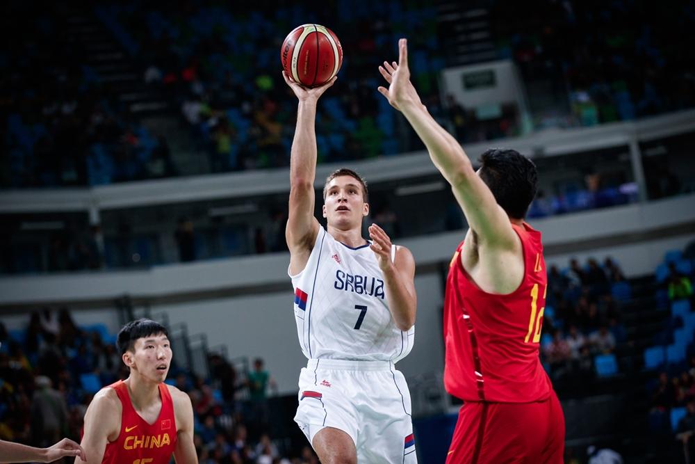 Após atuações ruins, Bogdanovic teve grande desempenho diante dos chineses (FIBA/Divulgação)