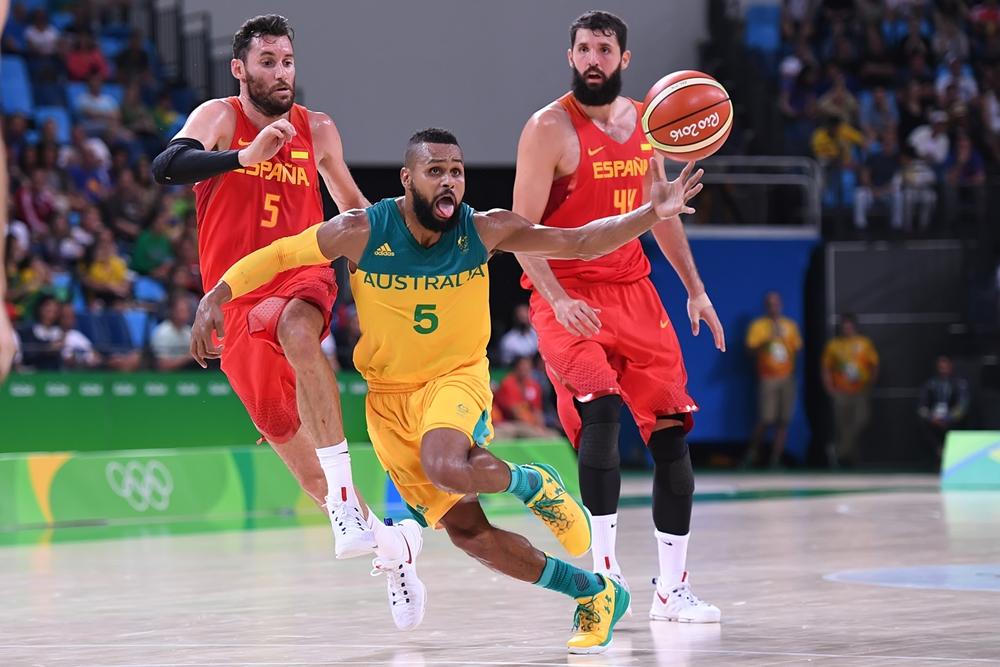 Bem que tentou: Mills teve grande atuação, mas não conseguiu levar Austrália à sua 1ª medalha no basquete masculino (FIBA/Divulgação)