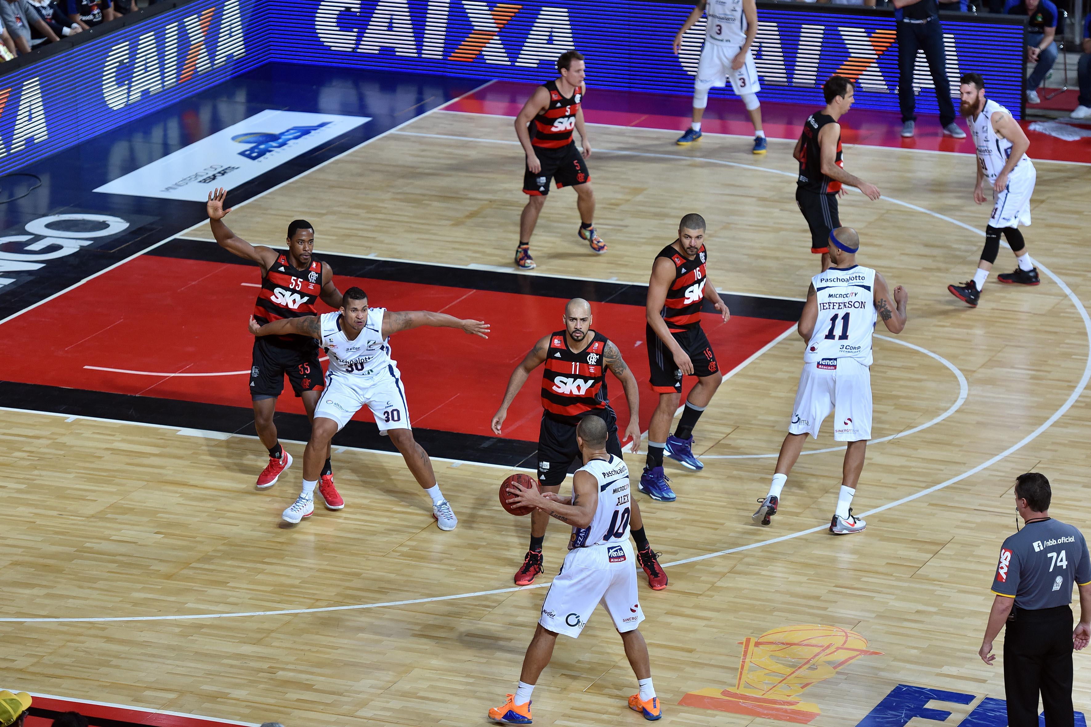 Reedição da última Final, entre Flamengo e Bauru, dará início à temporada 16/17 (João Pires/LNB)