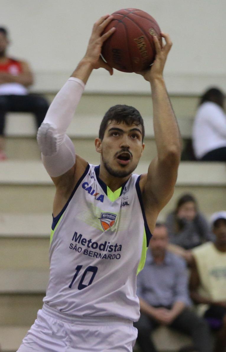 Um dos destaques do São Bernardo, André Ferros foi o cestinha da 1ª fase da LDB 2016 (Luiz Pires/LNB)