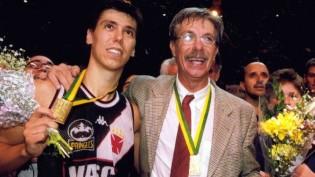 Hélio Rubens Garcia comemora título pelo Vasco juntamente com o filho Helinho