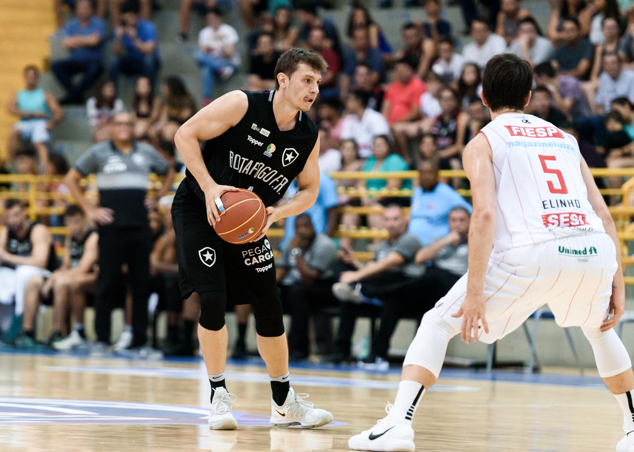 375f7d5463e5a Cauê Borges é um dos protagonistas do Botafogo na atual temporada (Newton  Nogueira Sesi Franca Basquete)