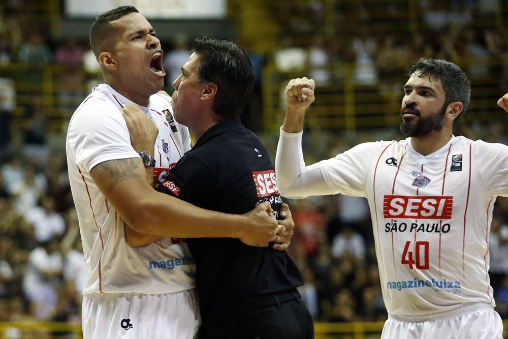 Time francano embarcou para a Argentina com o objetivo de trazer o título  continental para o Brasil (FIBA Divulgação) 77e12ddc93b19